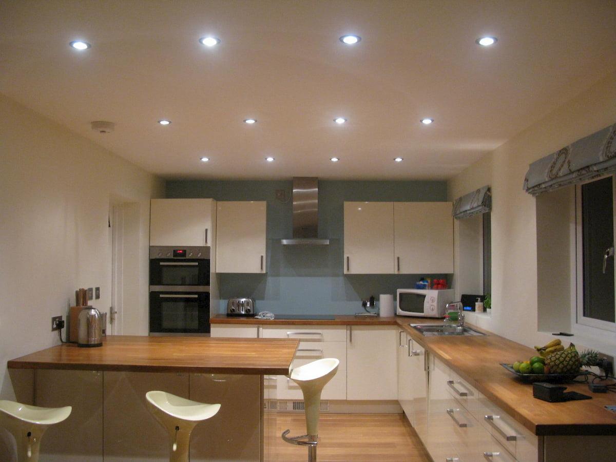 Потолок с точечным светильником #9