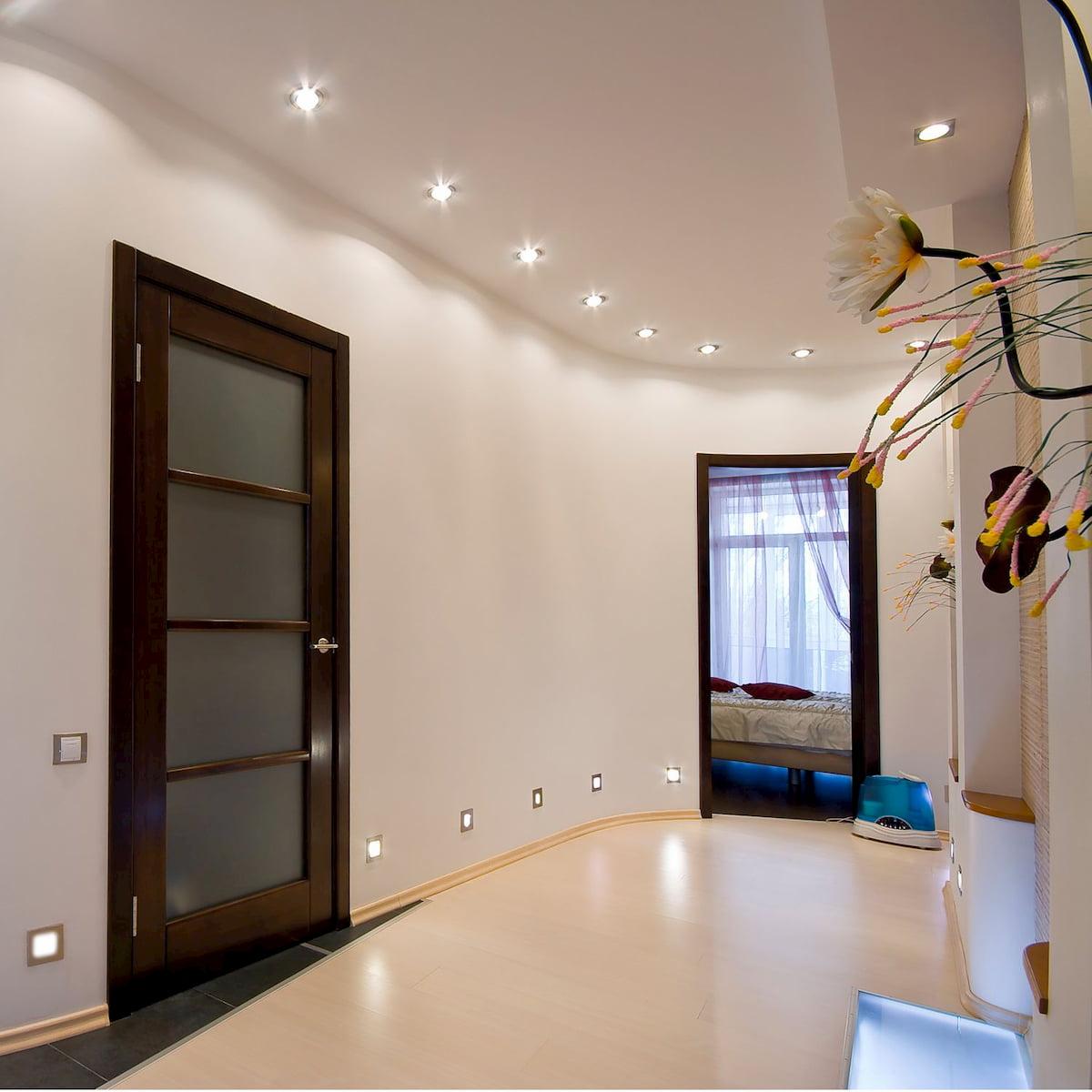 Потолок с точечным светильником #10