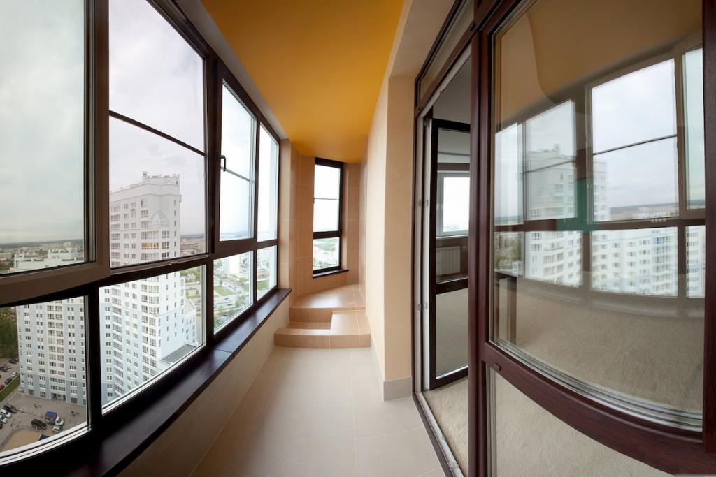 Натяжные потолки для балконов