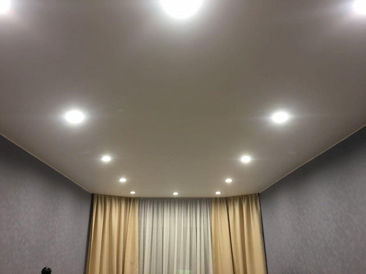 Потолок с точечным светильником #13