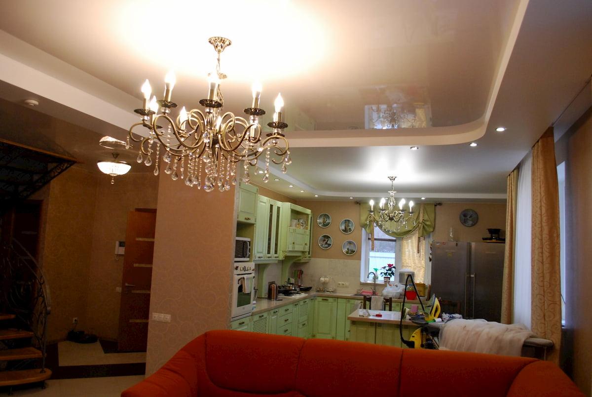 Потолок для гостиной-студии #15