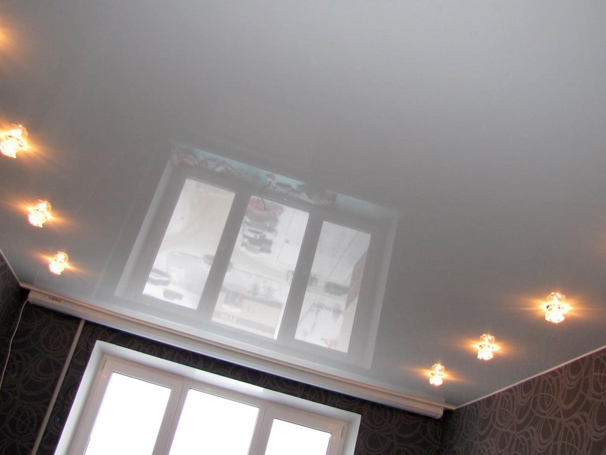 Потолок с точечным светильником #15