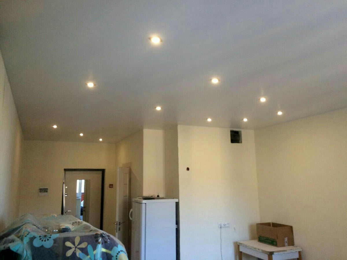 Потолок с точечным светильником #16