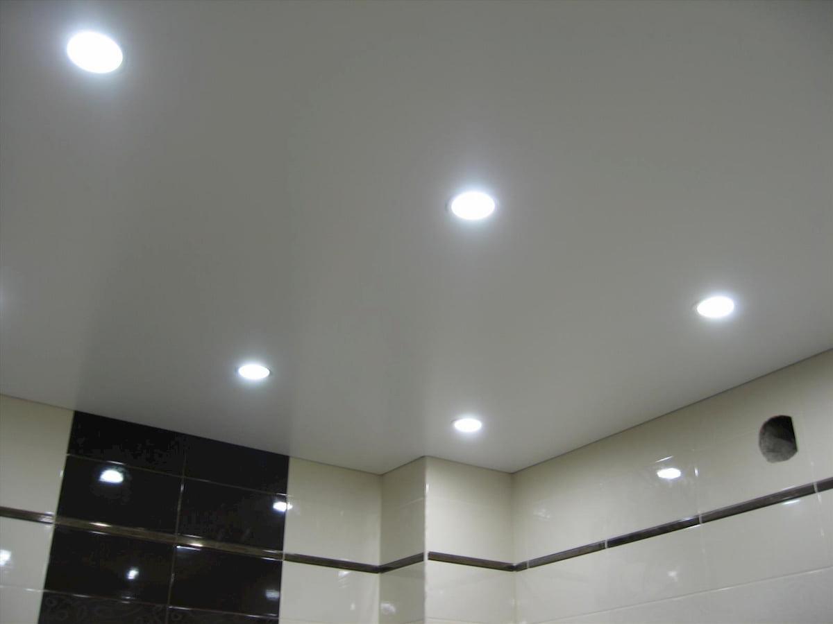 Потолок с точечным светильником #19