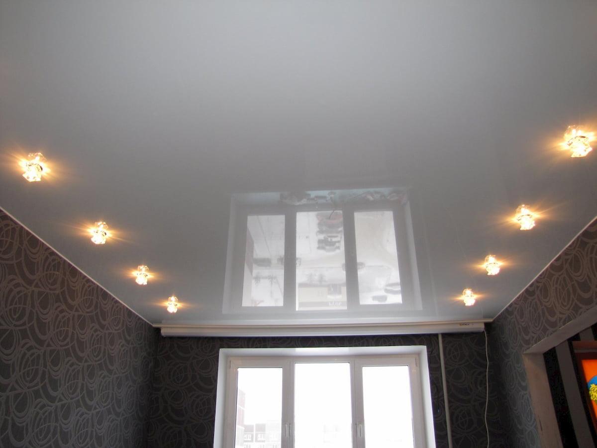 Потолок с точечным светильником #3