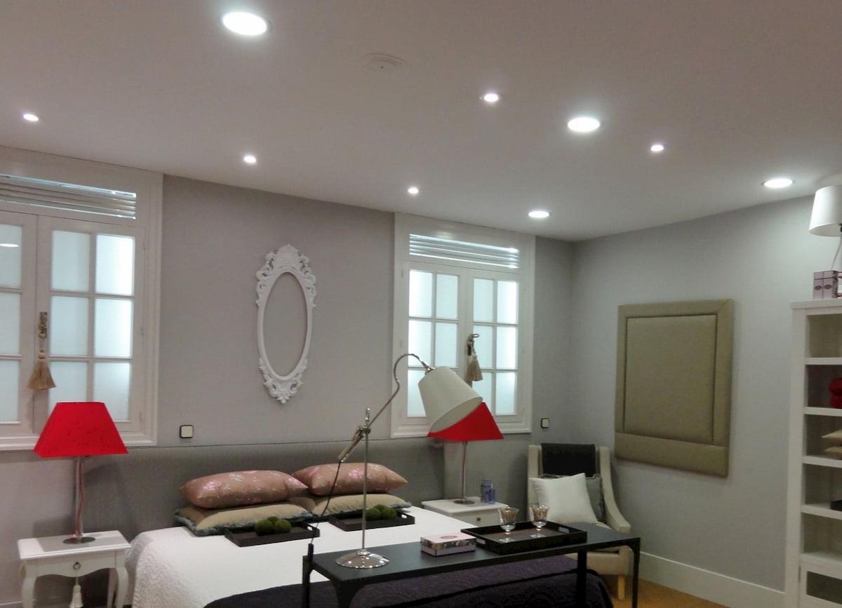 Потолок с точечным светильником #4