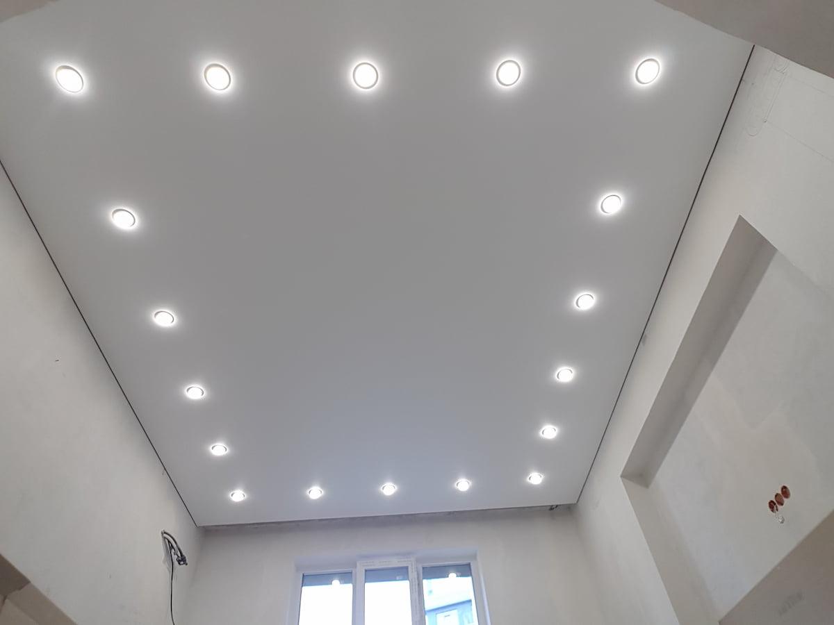 Потолок с точечным светильником #6