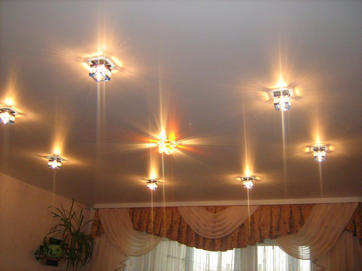 Потолок с точечным светильником #8