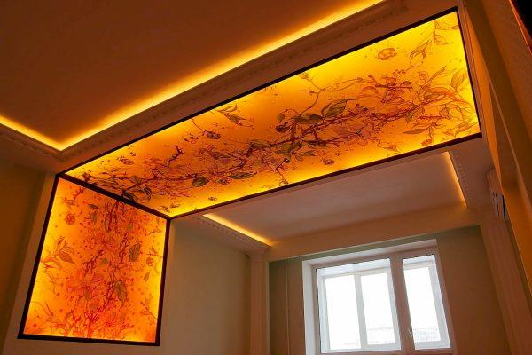 натяжной потолок со светом изнутри