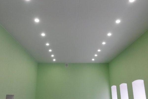 Потолок с точечным светильником #14